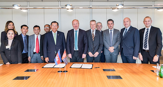 A delegation from Cambodia led by Senior Minister of Industry and Handicraft Cham Prasidh visited the EPO on 31 October to meet with a team from the EPO headed by President António Campinos.
